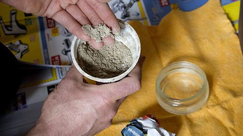Nettoyer avec de la cendre : les ingrédients
