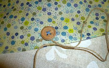 Fermer un emballage réutilisable à la cire façon bee's wrap
