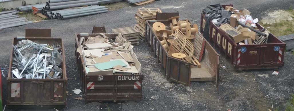 Conteneurs de tri des déchets de construction