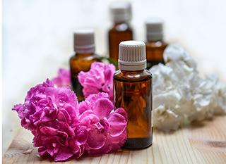 Les huiles essentielles, pour un petit coup de pouce naturel au nettoyage et une bonne odeur