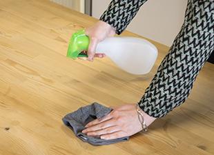 Microfibre et nettoyant multi-usage maison : la combinaison parfaite pour un entretien naturel
