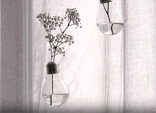 Une ampoule de récup comme vase