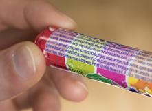 Une longue liste d'additifs dans ces bonbons
