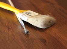 Traitement écologique du bois avec de l'huile de lin
