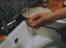 Vaisselle à la main