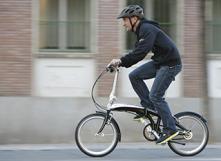 À vélo en ville, on avance souvent plus vite que les voitures !