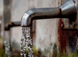 Utiliser l'eau de façon responsable pour diminuer notre consommation que pour diminuer la pollution des eaux usées