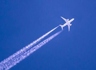 Comment compenser les émission de CO2 de son trajet en avion ?