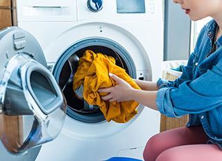 Comment bien utiliser sa machine à laver pour économiser l'eau et l'énergie ?