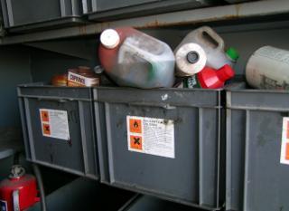 Petits déchets chimiques au parc à conteneurs