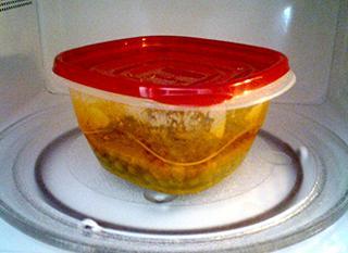 La chaleur favorise la migration de substances du plastique vers les aliments. Photo: cheriedurbin sur morguefile.com