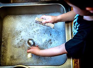 Fabriquer son liquide vaisselle écologique : simple et pas cher
