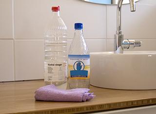 Le vinaigre nettoie presque tout dans la maison