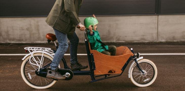 Sous la pluie, avec des enfants, pour aller travailler... Nos conseils pour se déplacer à vélo tous les jours